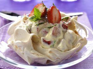 Pavlova mit Erdbeeren Rezept