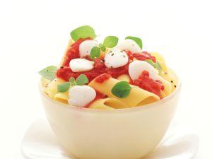 Penne mit Tomaten und Mozzarella Rezept