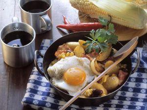 Pfannengemüse mit Kartoffeln dazu Spiegelei Rezept