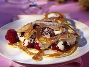 Pfannkuchen mit Himbeeren Rezept