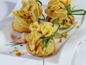 Pfannkuchenpäckchen mit Shrimpsfüllung Rezept