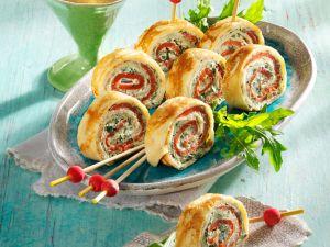 Pfannkuchenröllchen Rucola-Frischkäse und Lachs Rezept