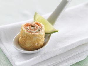 Pfannkuchenroulade mit geräuchertem Lachs Rezept