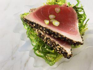 Pfeffer-Thunfischfilet mit Algensalat Rezept