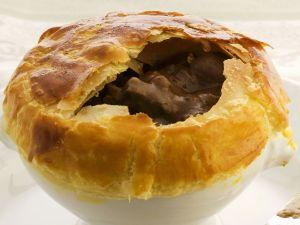 Pie mit Bohnen und Steak Rezept