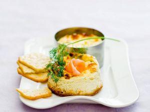 Pikante Käseküchlein mit Räucherlachs Rezept