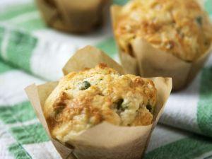 Pikante Muffins mit Erbsen und Hackfleisch Rezept