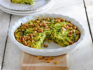 Pikanter Zucchinikuchen mit Erdnüssen Rezept