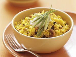 Pilaw mit Safran, Cashewkernen und Sultaninen Rezept
