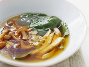 Pilz-Spinat-Brühe Rezept