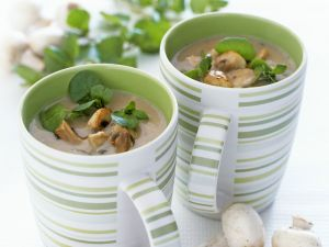Pilzsuppe mit Brunnenkresse Rezept