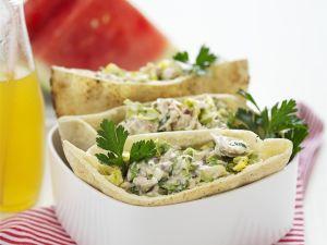 Pita mit Mayonnaise und Hähnchen gefüllt Rezept
