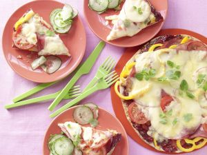 Pita-Pizza mit Gurkensalat Rezept