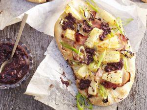 Pizza mit Ananas und Schinken Rezept