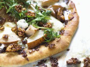 Pizza mit Birne und Käse Rezept