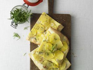 Pizza mit Kartoffeln Rezept