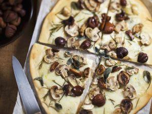 Pizza mit Maroni und Champignons Rezept