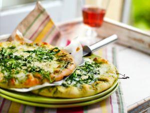 Pizza mit Rucola und Gorgonzola Rezept