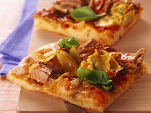 Pizza mit Thunfisch und Artischocken Rezept