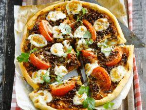 Pizza mit Tomaten, Mozzarella und Linsen Rezept