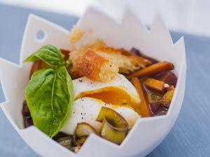 Pochierte Eier mit Gemüse-Rotwein-Soße Rezept