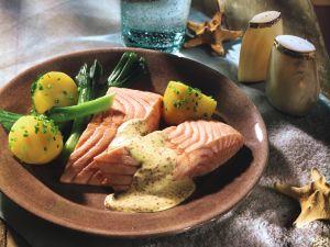Pochierter Lachs in Senfcreme Rezept