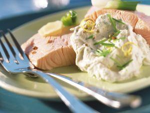 Pochierter Lachs mit Tofudressing Rezept