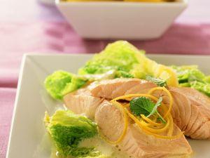 Pochierter Lachs mit Wirsing Rezept
