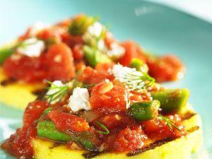 Polenta vom Grill mit Tomaten-Bohnen-Soße und Käse Rezept
