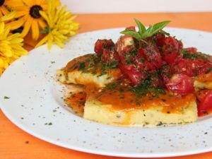 Polentaschnitten mit Tomatensalat für den Thermomix Rezept