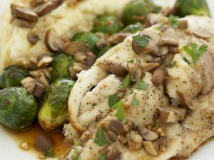 Pompano mit Pilzen, Rosenkohl und Püree Rezept