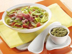 Porree-Suppe mit Lachsschinken Rezept