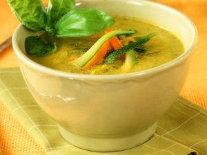 Pürierte Gemüsesuppe mit Kartoffeln, Möhren und Zucchini Rezept