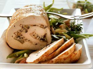 Putenrollbraten mit Pilzen und Ricotta gefüllt Rezept