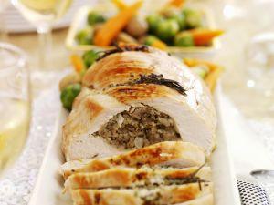 Putenroulade mit Schweinefleisch-Kastanien-Füllung Rezept