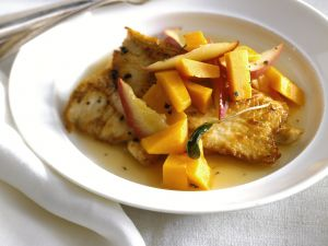 Putenschnitzel mit Apfel-Kürbis-Gemüse Rezept