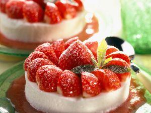 Quarkmousse mit Erdbeeren Rezept