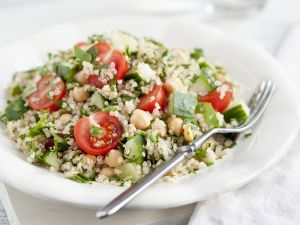 Quinoa-Tomaten-Salat mit Kichererbsen Rezept