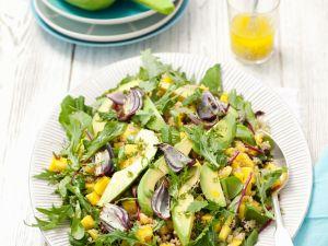 Quinoasalat mit Mango, Avocado, Mizuna und Zwiebeln Rezept