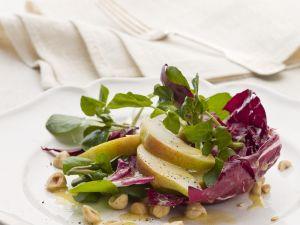 Radicchio-Birnen-Salat mit Haselnuss-Vinaigrette Rezept