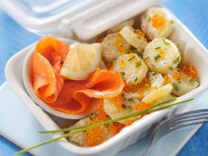 Rächerlachs mit Ketakaviar und Kartoffelsalat Rezept