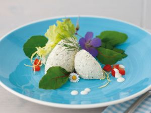 Räucherforellen-Mousse auf Wildkräutersalat Rezept
