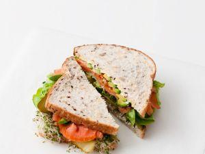 Räucherlachs-Sandwich mit Sprossen Rezept