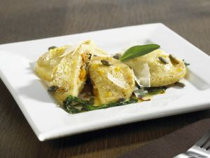 Ravioli mit Kürbis-Kartoffel-Füllung Rezept