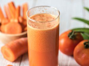 10 Produkte für gesunde Säfte und Superfood-Smoothies