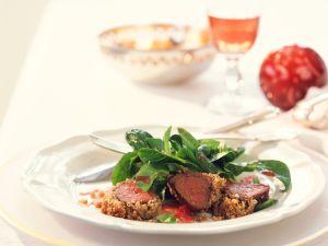 Rehrückenfilet mit Nusskruste und Feldsalat Rezept