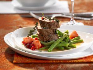 Rehziemer mit Preiselbeer-Birnen und grünem Bohnengemüse Rezept