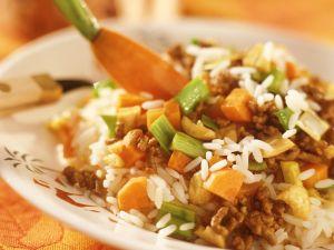 Reis mit Hackfleisch, Gemüse und Aprikosen Rezept