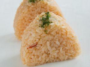 Reisbällchen mit Lachsfüllung Rezept