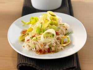 Reisnudeln mit Lauch und Chilisoße süß-sauer Rezept